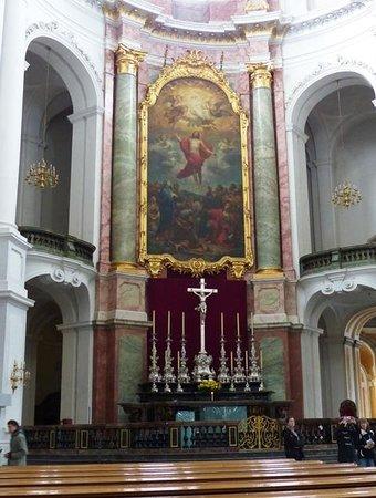 Katholische Hofkirche - Dresden: Altar