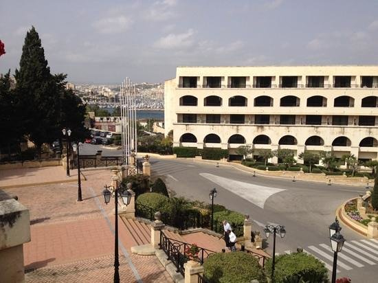 Excelsior Grand Hotel: Part of the hotel with view on the bay
