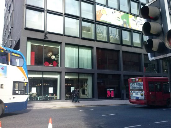 citizenM Glasgow : Entrada del hotel