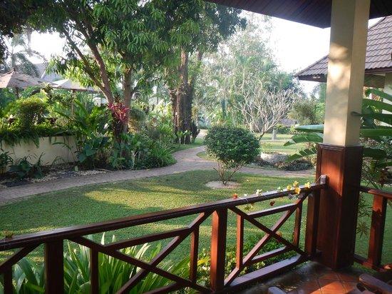 Oriental Kwai Resort : Uitzicht vanaf het terras van het huisje