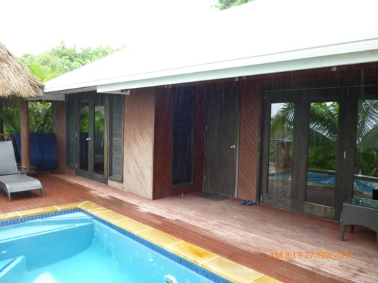 Wananavu Beach Resort: Honeymoon bure outside
