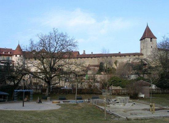 Medieval City Walls: Муртен (Морат)