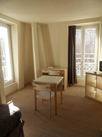 Residence Les Cordeliers : Chambre spacieuse