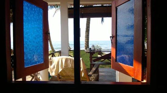 Pearly's Dream Cabanas : Blick aus dem Fenster der unteren Cabana