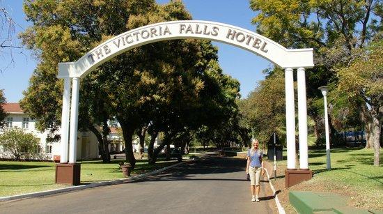 The Victoria Falls Hotel: Ingresso