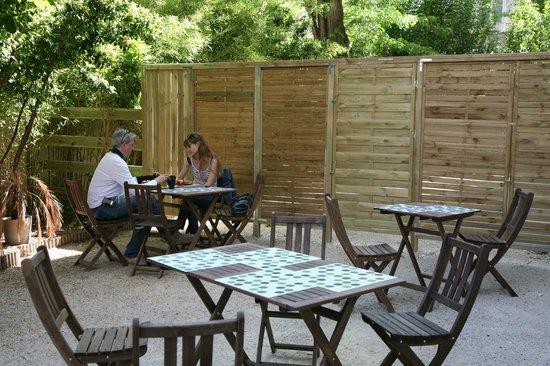 Residence Les Cordeliers : Terrasse petit déjeuner