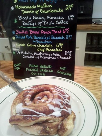 Dot's: Huge cinnamon bun!