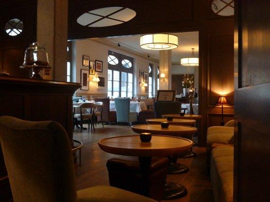 Monbijou Hotel: Lounge through to dining room