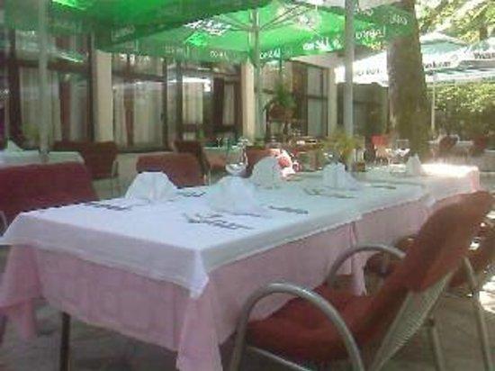 outside dining garden