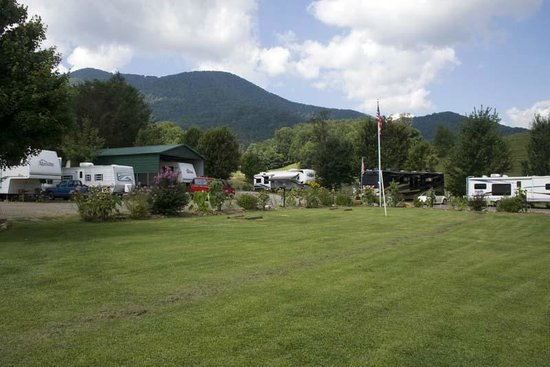 Trails End RV Park: Lots of open space for relaxing