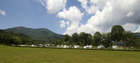 Trails End RV Park: Nestled in the valley