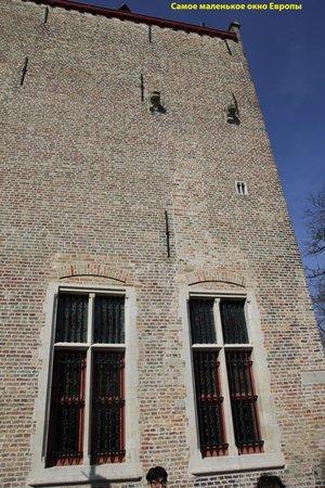 Historic Centre of Brugge : Самое маленькое окошко в Европе