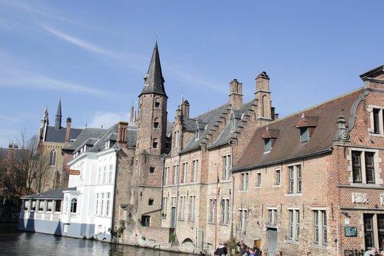Historic Centre of Brugge : Здание 12 в.