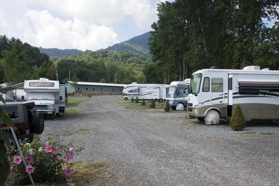 Trails End RV Park : Campers
