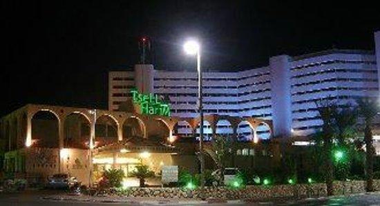 Crowne Plaza Dead Sea: отель ночью