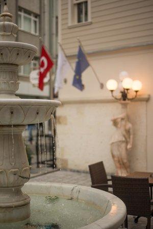 Cesmeli Kosk: Otel dış alan