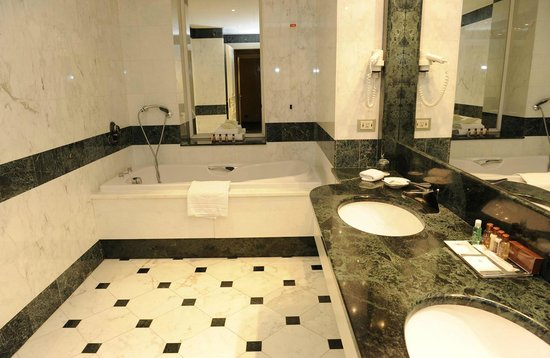 Tower Genova Airport - Hotel & Conference Center : Bagno Suite