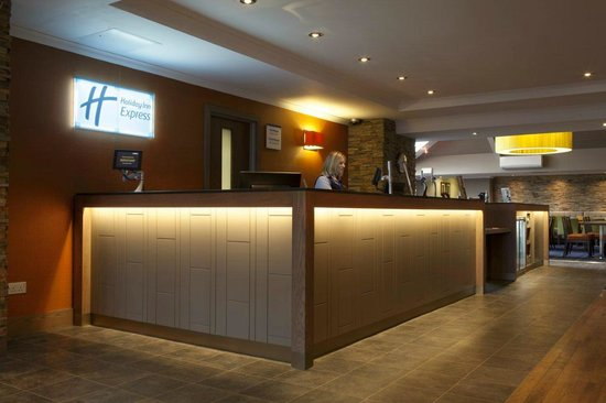 Holiday Inn Express Edinburgh Airport: Reception