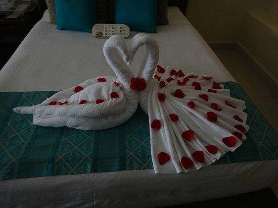 Azul Beach Resort Riviera Cancun: towel creations