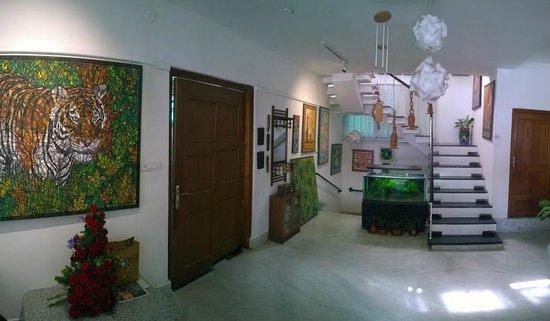 Ivy Suites: Living room