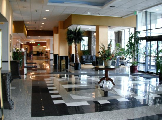 Best Western Plus Hotel & Conference Center: Hall d'entrée