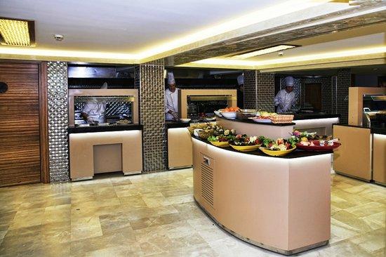 Orka Royal Hotel : Buffet