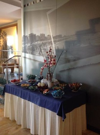 Hotel Sirius: buffet delle caramelle e dei cioccolatini offerti dai proprietari