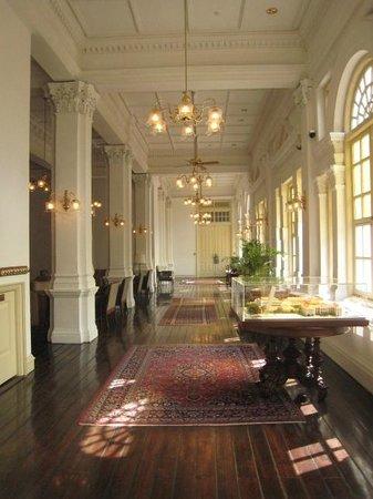 Raffles Hotel Singapore: ホテルの中が本当に絵になる空間です