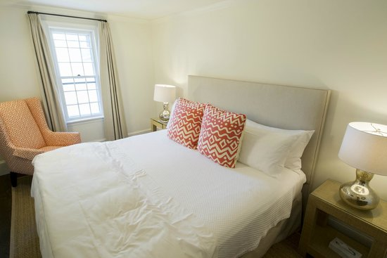 The Roberts Collection - Gate House: Superior King bedroom Room