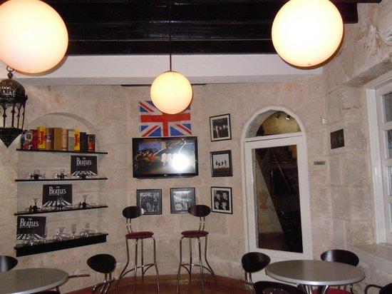 Beatles Bar: interior
