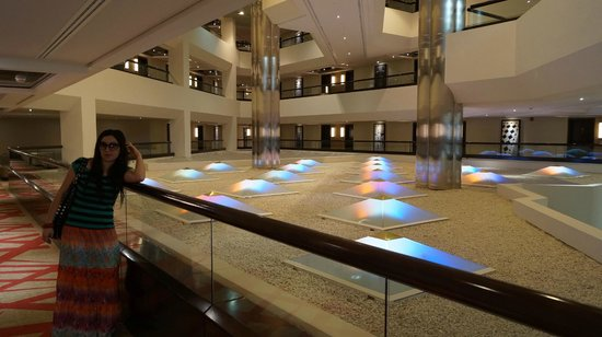 Crowne Plaza Dubai-Deira: интерьер