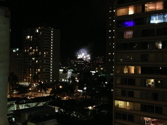 Ilima Hotel: Hilton's fireworks on Fri. night that can be seen from the terrace floor.