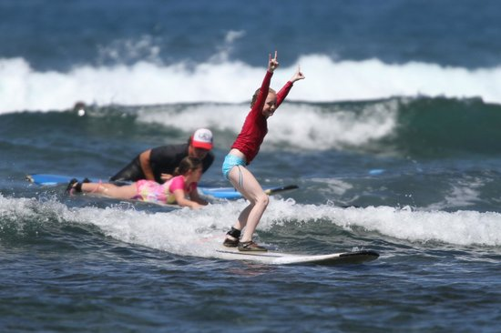 Royal Hawaiian Surf Academy : Surfing the waves