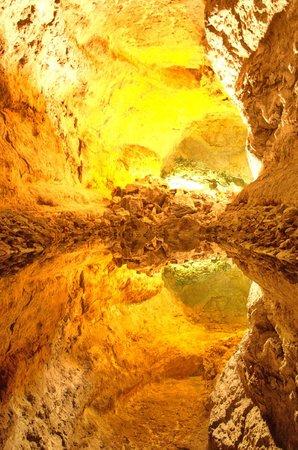 Cueva de los Verdes : The deep deception