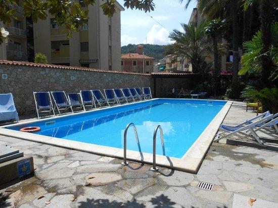 Hotel Residence La Palma : Piscina al piano terra