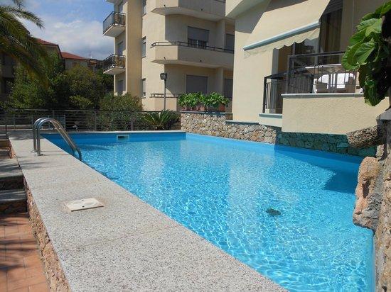 Hotel Residence La Palma : Piscina al piano rialzato