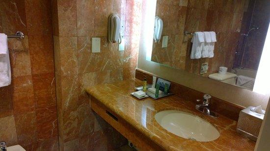 Hilton New York Grand Central : Bathroom Sink