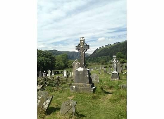 Glendalough Monastic Settlement : Amazing Irish cross