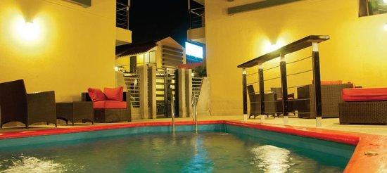Wayak Hotel & Suites: Area de piscina