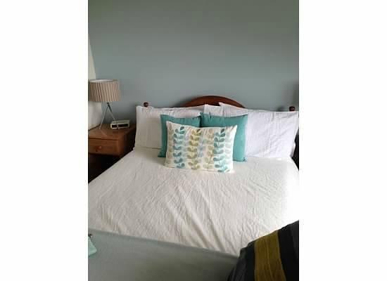 Cornerstones B&B: Cute bed