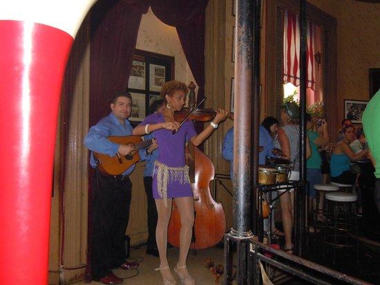 Hotel Saratoga: band in Floridita