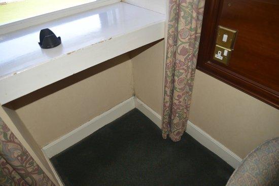 The Inveraray Inn: Black mould in corner and around window