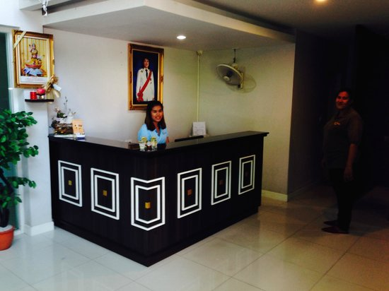 Airport Mansion Phuket: Hotel front desk
