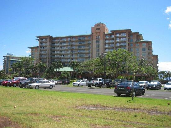 Honua Kai Resort & Spa : 山側から見た宿泊棟