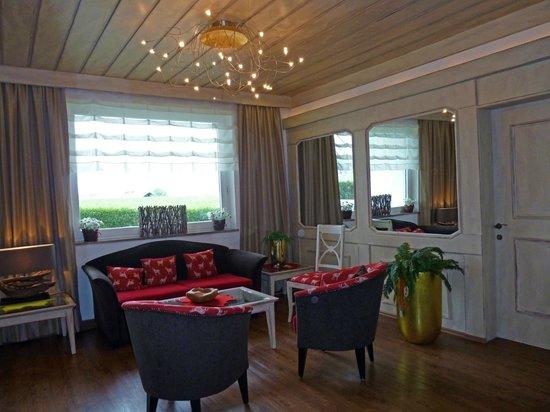 MONDI-HOLIDAY Alpinhotel Schlosslhof: Lounge Area & Reception at hotel