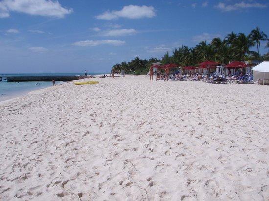 Coco's Cabanas: Beach