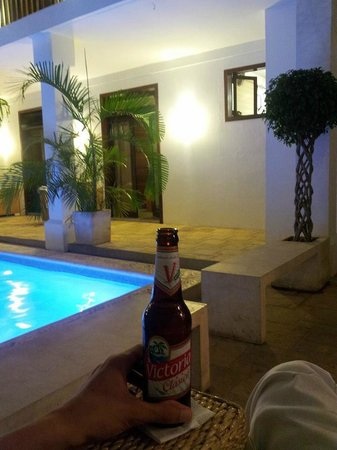 Hotel Azul: cervecita helada...