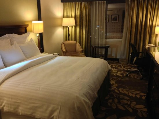 Amman Marriott Hotel : Bed and chair