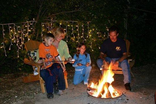 Debonair Campground: Cosy Campfire