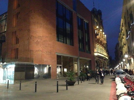 Palais de la Musique Catalane (Palau de la Musica Catalana) : Vista desde el moderno edificio anexo del Palau, que combina a la perfección con la obra moderni